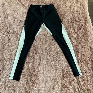 Black and white yoga leggings